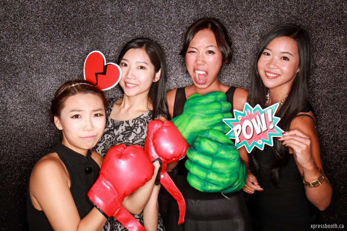 Four ladies with boxing and hulk gloves