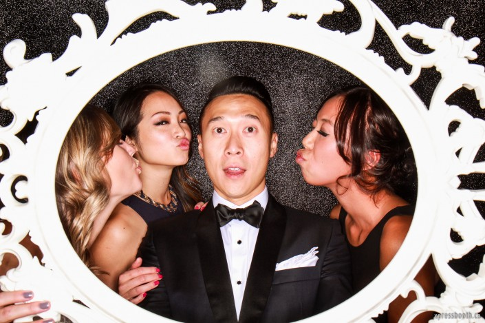 The groom surrounded by three beautiful women who want to kiss him!